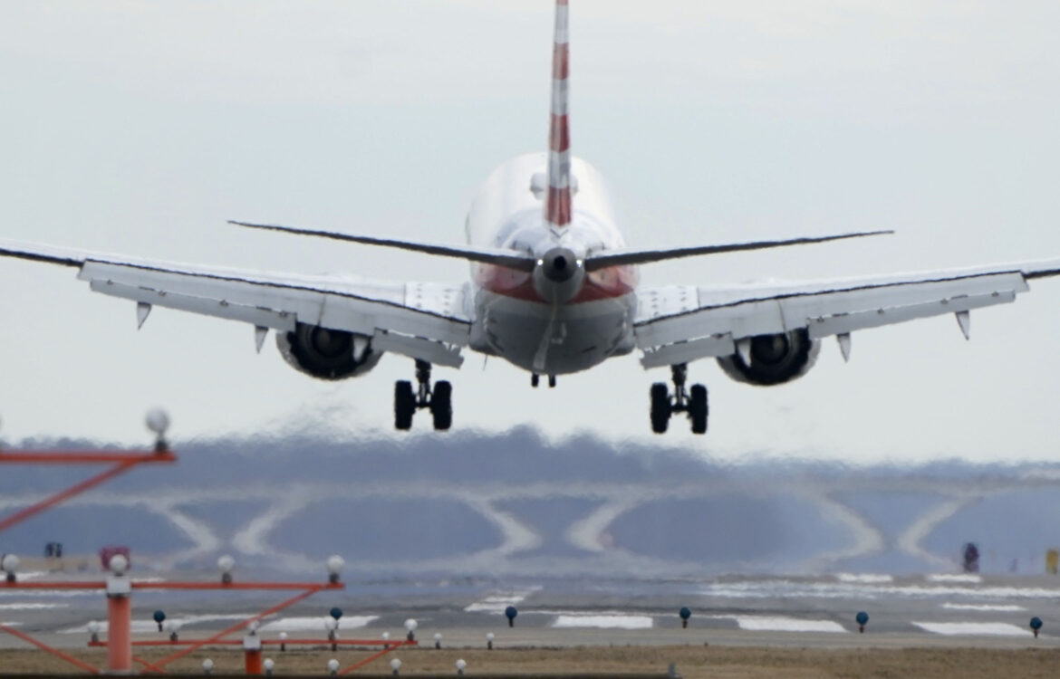 The TravelCenter - Booking 24 hours a day - American Airlines plans pilot training on Boeing...