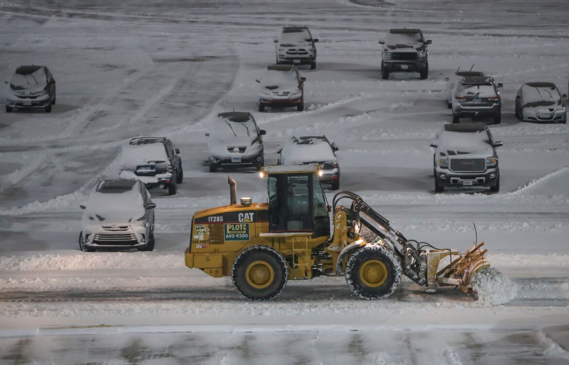 The TravelCenter - Booking 24 hours a day - Airlines cancel most NYC-area flights as snowstorm...